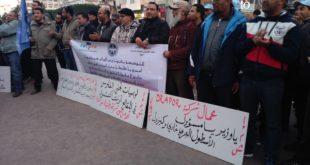 القنيطرة… نقابيو درابور يدقون ناقوس الخطر في وقفة للاتحاد المغربي للشغل ويطالبون برفع الحصار عن المجموعة