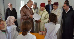 عامل اقليم جرسيف يشرف على توزيع أكثر من 32 الف محفظة برسم الدخول المدرسي الجديد