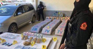 أمن فاس: يوقف شخصين ويحجز طن و 300 كلغ من مخدر الشيرا